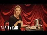 愛爾蘭演員瑟夏羅南教美國人如何泡茶 (Saoirse Ronan Teaches Americans How to Make Tea | Secret Talent Theatre | Vanity Fair) Image